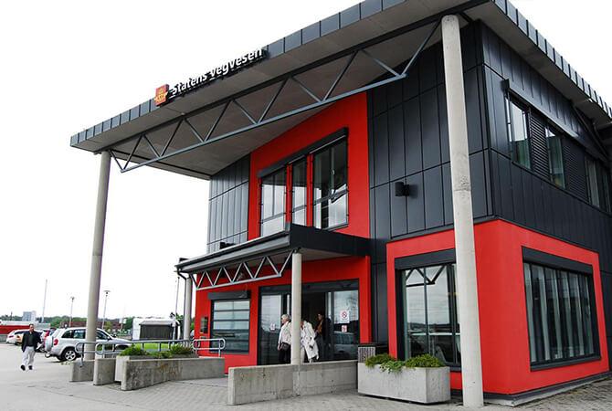 Hafslund trafikkstasjon - Betong & tre 670x450 red